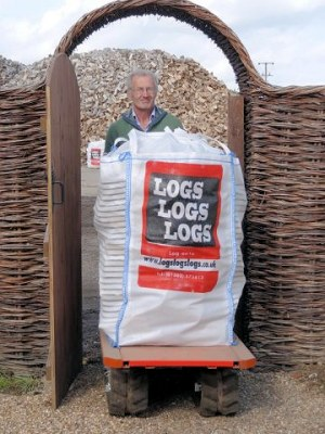 Our log carrier can easily transport bulk bags to a convenient location for your needs